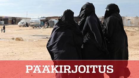 Suojelupoliisi pitää al-Holista palaavia äitejä turvallisuusuhkana. Yksi pelko on äitien jihadistiverkostoituminen. Kuvassa naisia al-Holin leirillä Syyriassa tammikuussa.