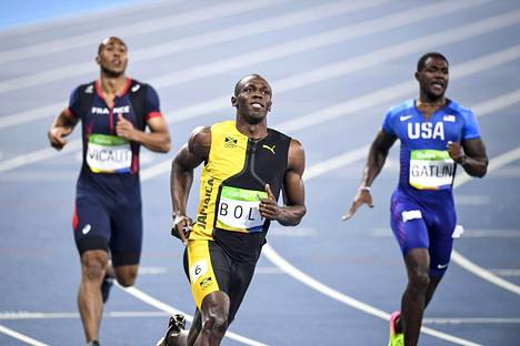 Usain Bolt saavutti kultaa ja Justin Gatlin hopeaa Rio de Janeiron olympiakisojen 100 metrin kisassa. Ranskan Jimmy Vicaut (vas.) oli seitsemäs.