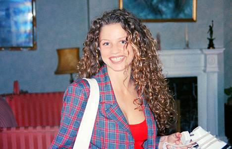 Jordan-nimellä tunnettu Katie Price hymyili leveästi vuonna 1995.