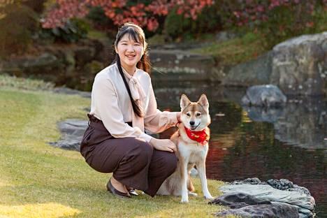 Japanin prinsessa Aikolla on sekarotuinen Yuri-koira.