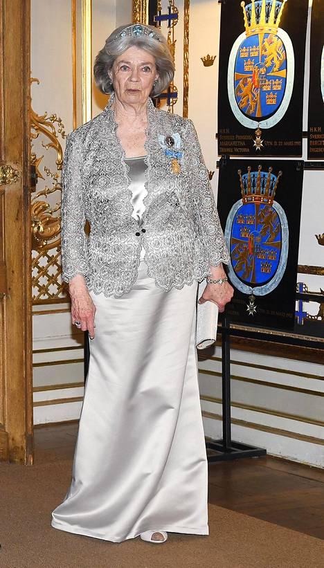 Kuningas Kaarle Kustaan vanhin sisar, prinsessa Margaretha, 81, oli valinnut ylleen hopeaa.