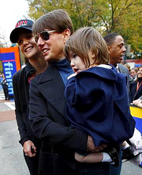 Tom Cruise ei ole tyttärensä Surin biologinen isä, väittää tuore elämäkerta.
