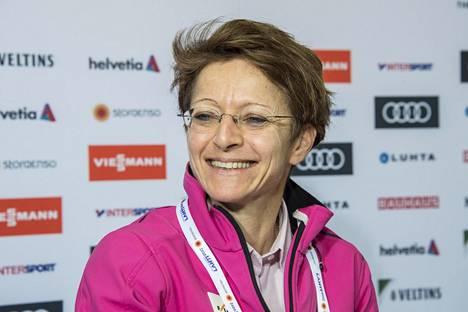 Sarah Lewis perusteli, miksi FIS järjestää kokouksiaan lämpimissä maissa.