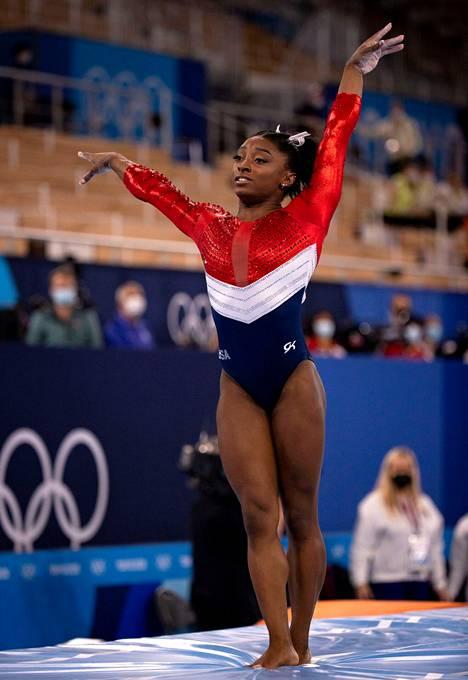 Epäonnistuminen oli iso, ja Biles jätti hypyn jälkeen joukkuefinaalin kesken. Yhdysvallat saavutti kisasta lopulta kuitenkin hopeaa Venäjän takana.