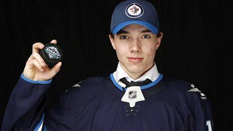 Ville Heinola solmi Winnipeg Jetsin kanssa kolmivuotisen tulokassopimuksen, josta maksetaan tuntuva NHL-korvaus Kankaanpään Jääkarhuille.