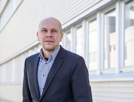Rokotetutkimuskeskuksen johtaja Mika Rämet toivoo, että Euroopan lääkevirasto EMA taipuisi antamaan AstraZenecan rokotteelle 18–55-vuotiaiden rokotuksia mahdollistavan käyttöluvan.