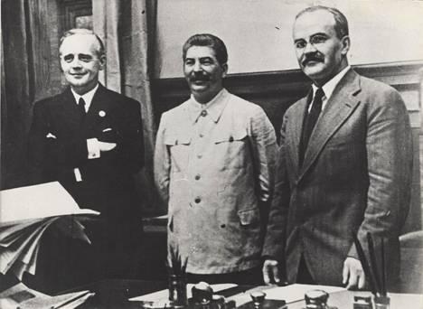 Hyökkäämättömyyssopimus elokuu 1939 Joachim Ribbentrop, Stalin, Molotov