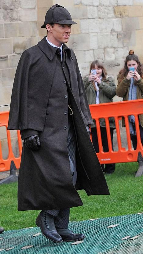 Benedict Cumberbatch Uusi Sherlcok -sarjan kuvauksissa tammikuussa 2015.