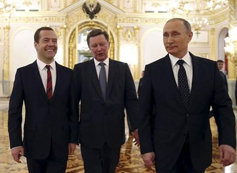Sergei Ivanovia (kesk) pidetään yhtenä keskeisimmistä luottohenkilöistä Vladimir Putinin ja Dmitri Medvedevin hallinnossa. Ivanov on ollut myös puolustusministerinä ja presidentinhallinnon päällikkönä.