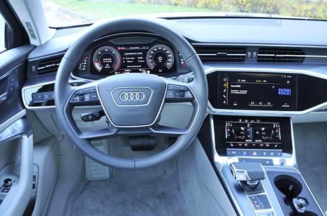 A6:n kuljettajan paikalla viihtyvät niin lyhyet kuin pidemmätkin henkilöt, koska ohjauspyörän ja istuimen säädöt ovat laajat. Sisätilojen ilme on Audille tyypillinen, suoraviivaista symmetriaa kertaava.