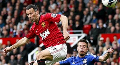 Ryan Giggs (vas.) on edustanut koko uransa Manchester Unitedia.