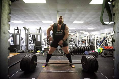 Hallista tuli vuonna 2016 ensimmäinen ihminen, joka on onnistunut nostamaan maastavedossa 500 kiloa.