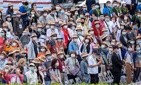 Useissa Aasian maissa kasvomaskin käyttö on sosiaalinen normi. Maskien laajalla käytöllä on merkitystä pandemian torjunnassa.