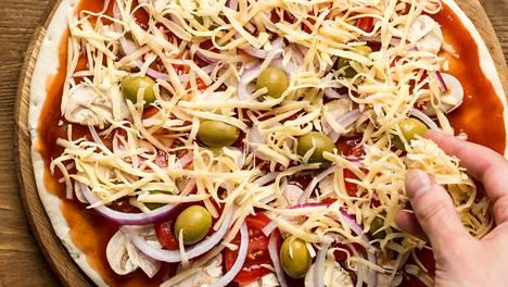 Tulos on ihanan rapea ja maistuva, kun pizzapohja on ohut, tomaattikastike on hyvin maustettu ja pizza paistetaan esimerkiksi kuuman pellin taktiikalla.