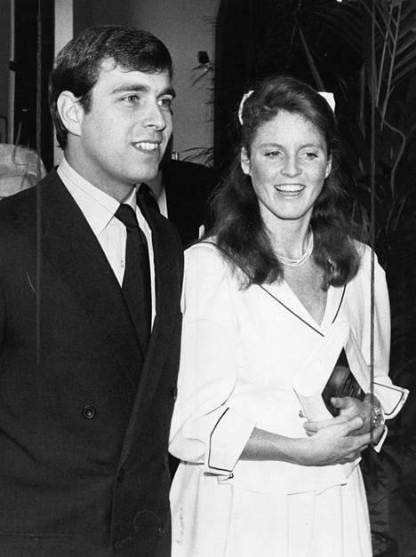 Prinssi Andrew ja Sarah Ferguson vuonnna 1986. Liitto päättyi skandaalien saatteleman vuonna 1996.