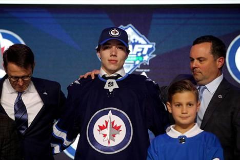 Ville Heinola varattiin juhannuksena NHL:n varaustilaisuuden ensimmäisellä kierroksella Winnipeg Jetsiin numerolla 20.