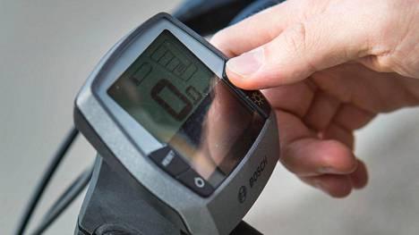 Kuvassa sähköpyörän mittaristonäyttö.
