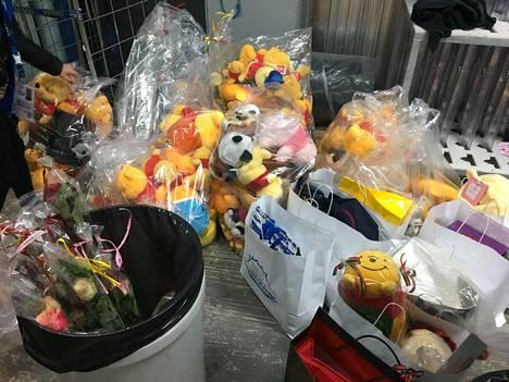 Hanyu'lle heitetyt lahjapehmolelut ovat yleensä päätyneet hyväntekeväisyysjärjestöille.