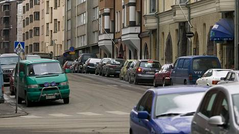 Kuten eteläisessä Helsingissä yleensä myös Pietarinkadulla on hankala löytää vapaita pysäköintipaikkoja.