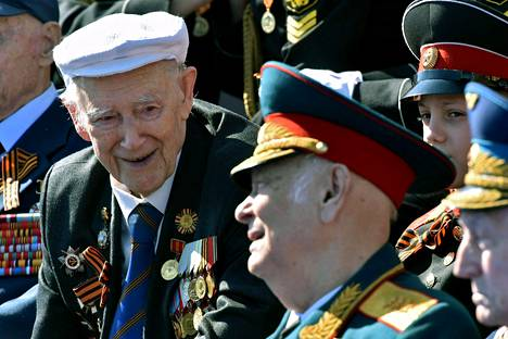 Katsomossa oli myös toisen maailmansodan veteraaneja.
