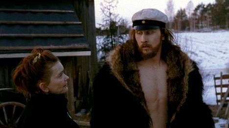 Marko Tiusanen Kivenä ja Sue Lemström Charlotta Lönnqvistinä vuonna 2002 valmistuneessa Jari Halosen elokuvassa Aleksis Kiven elämä.