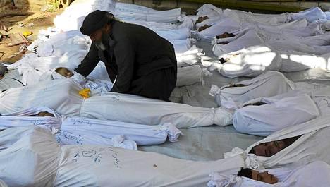 Väitetyn kaasuiskun uhreja haudattiin Doumassa 21. elokuuta.