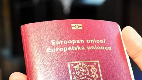 Biometrisen passin tunnistaa kannessa olevasta symbolista.