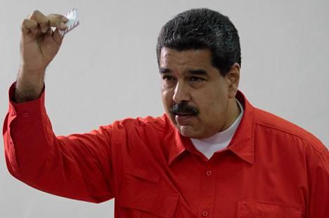 Presidentti Nicolas Maduro äänesti uuden perustuslakia muuttavan elimen vaalissa sunnuntaina.