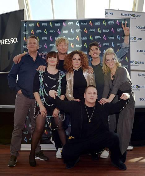 Olli Lindholm (yläkulmassa vasemmalla) osallistuu Vain elämää -ohjelman kuudennelle kaudelle tänä keväänä.