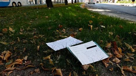 Ei ole tietoa siitä, kuinka asiakirjat ovat päätyneet kadulle.