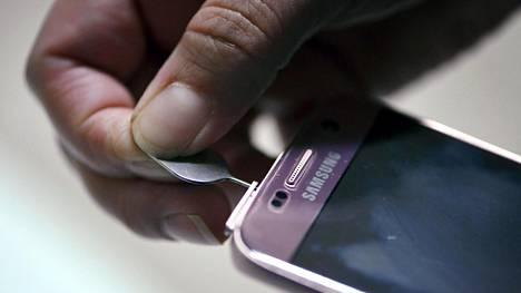 Kilpailu teleoperaattoreiden kesken on kovaa. Kuluttajat ovat tottuneita vaihtamaan puhelimeensa sim-kortin, jos liittymän saa jostain edullisemmin.