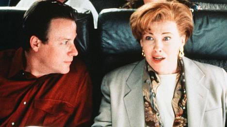 John Hear muistetaan parhaiten roolistaan Yksin kotona -elokuvissa.