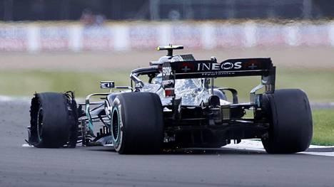 Rengasrikko pudotti Valtteri Bottaksen kokonaan ulos MM-pisteiltä kauden neljännessä F1-kisassa.
