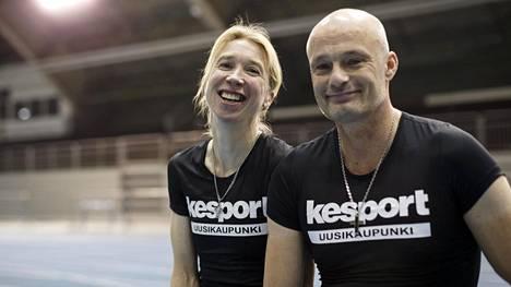 Annemari Sandell ja Mika Myöhänen kuvattuna yhdessä joulukuussa.