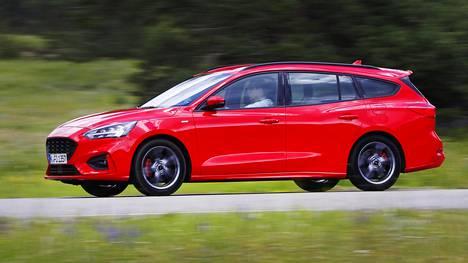 Italiassa nopeuskameran rekisteröimä virheellinen ylinopeus oli melkoinen. Kuvan Ford Focus kuvattiin Ranskassa.