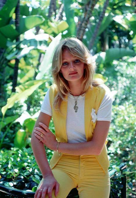 Bonnie Tyler tunnetaan raspiäänestään. Suurimmat hitit syntyivät 70-luvun lopussa ja 80-luvun alussa.