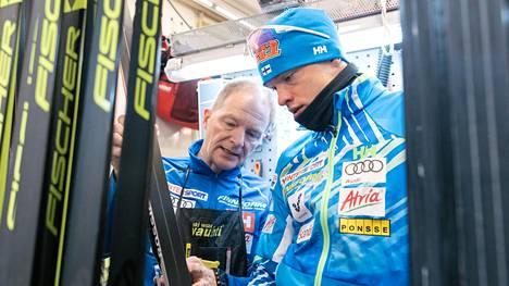 Mika Venäläinen (vas.) on Iivo Niskasen pitkäaikaisimpia luottomiehiä.