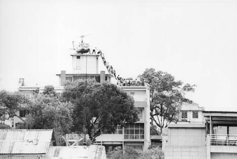 Vuonna 1975 Saigonin Yhdysvallat evakuoi suurlähetystön katolta henkilöstöä viime hetkellä, kun Pohjois-Vietnamin armeija valtasi kaupungin.