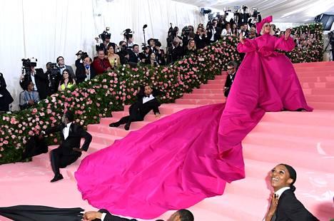 Lady Gagan asut ovat vähintäänkin kääntäneet katseita punaisella matolla.
