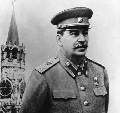 Josif Stalin perusti Suvoroville oman ritarikunnan ja otti myös arvonimen Geralissimus.