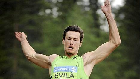 Tommi Evilä selvitti tiensä pituushypyn finaaliin.