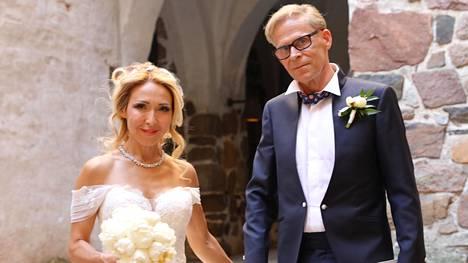"""Toivo ja Nadja Sukari sanoivat """"tahdon"""" vuosi sitten heinäkuussa."""