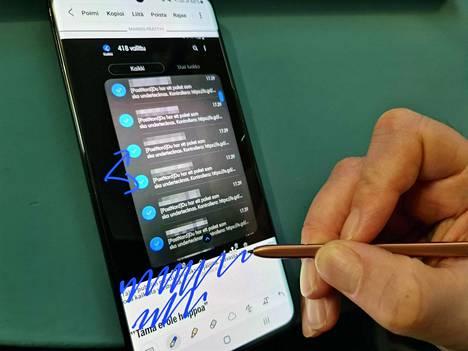 Kynän käyttö on ensimmäistä kertaa mahdollista Galaxy S -sarjassa, koska Ultra-mallissa on tuki sille. Kynä on kuitenkin maksullinen lisävaruste.