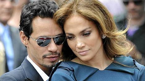Marc Anthony ja Jennifer Lopez esiintyivät yhdessä Walk of Famella toukokuun 23. päivänä.