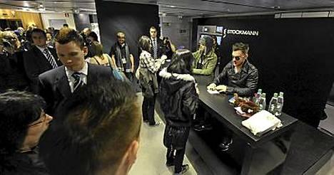 Jared Leto ja veli Shannon jakoivat nimikirjoituksia Stockmannilla.