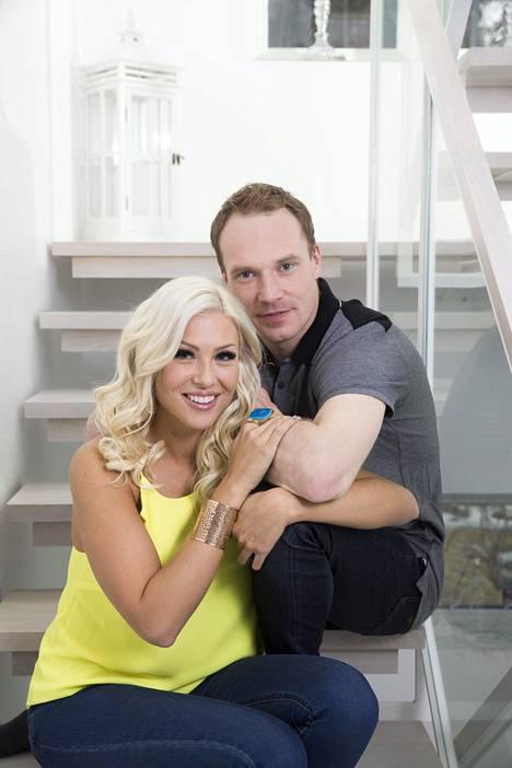 Maisa Torppa ja Jari-Matti Latvala kihlautuivat juhannuksena 2017.