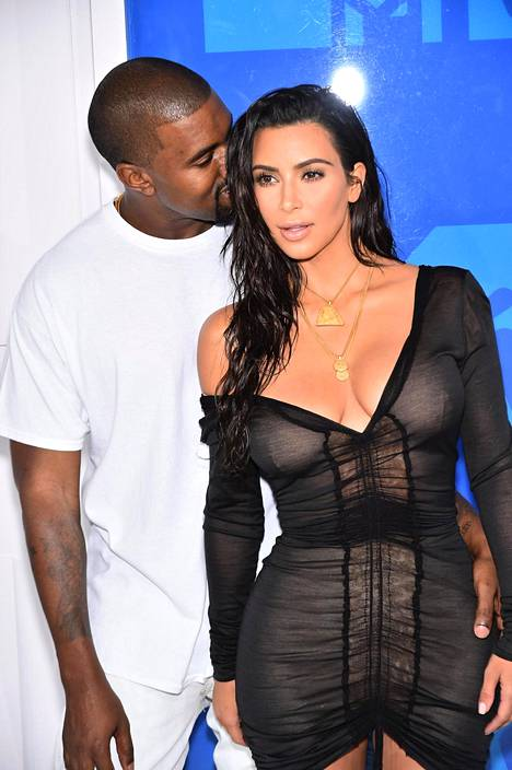 Kim Kardashian ja Kanye West sanoivat toisilleen tahdon hulppeissa häissä toukokuussa 2014.