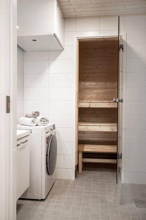 Osassa asunnoista on oma sauna, mutta talosta löytyy myös varattavat yhteissaunatilat.