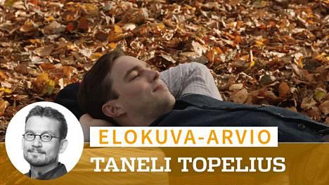Nicholas Hoult näyttelee nuorta Tolkienia hurmaavan vilpittömästi.
