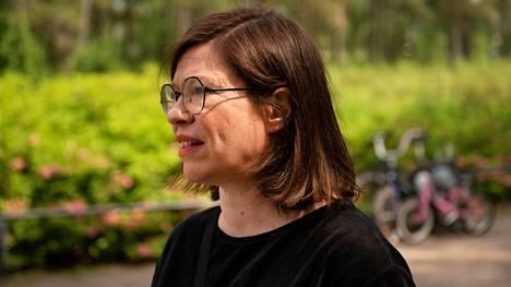 Anni Sinnemäki kampanjoi lauantaina Alppiruusupuistossa Helsingissä.